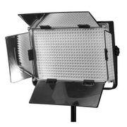 Refletor---Iluminador-de-500-LEDs-com-Suporte-para-Bateria-V-mount